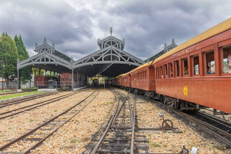 Oude trein ( Maria Fumaca ) De poststad van heilige John Del Rei stock afbeeldingen