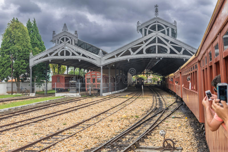 Oude trein ( Maria Fumaca ) in de stad van Heilige John Del Rei stock fotografie