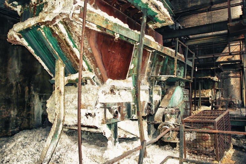 Oude treinenwagen in mijnen stock afbeelding