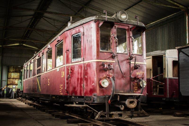 Oude treinwagen stock foto's