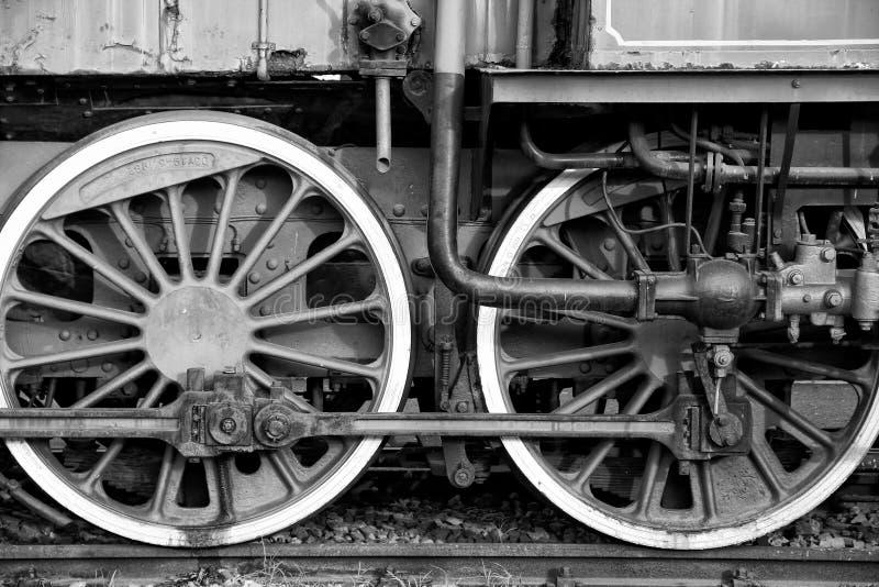 Oude treinwielen stock afbeeldingen