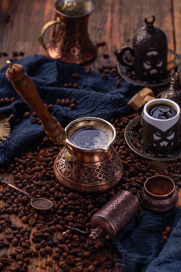 Oude Turkse koffiepot stock afbeelding