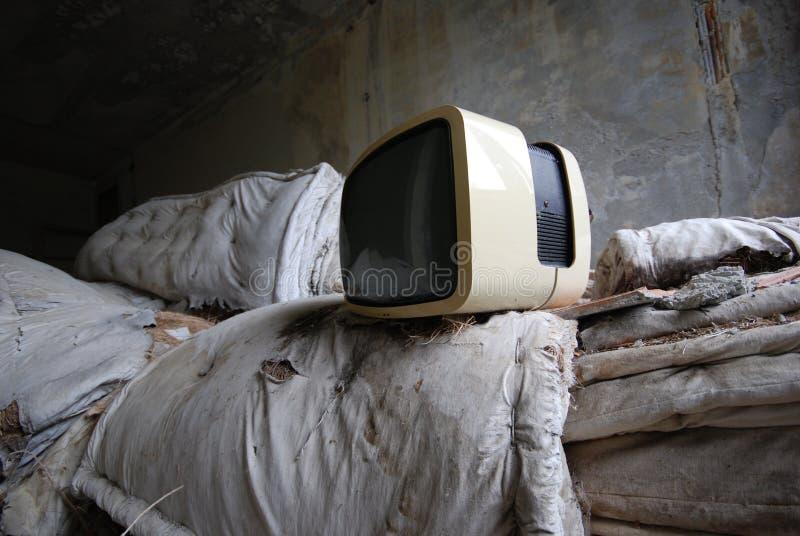 Oude TV - verlaten wijnoogst - royalty-vrije stock foto's