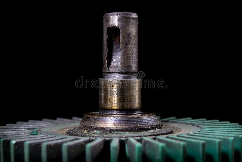 Oude uitgeputte toestellen in een hoekig toestel Mechanische toebehoren DE stock fotografie
