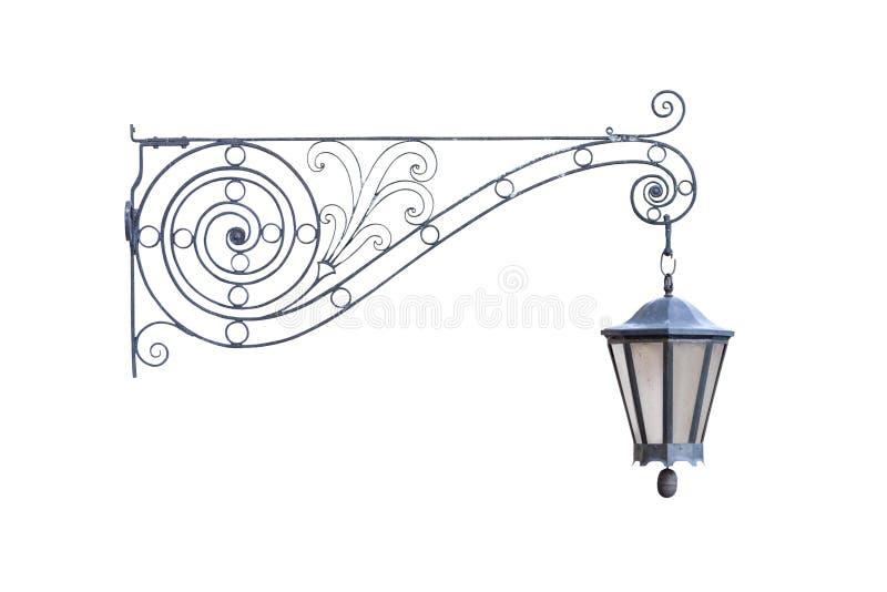 Oude uitstekende decoratieve hangende die straatlantaarn op witte achtergrond wordt geïsoleerd royalty-vrije stock afbeelding