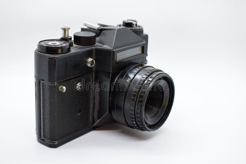 Oude uitstekende die camera op witte achtergrond wordt geïsoleerd royalty-vrije stock afbeelding