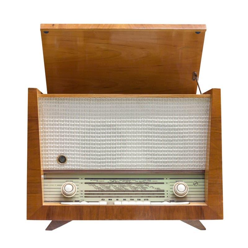 Oude uitstekende die radio op witte achtergrond wordt geïsoleerd royalty-vrije stock foto