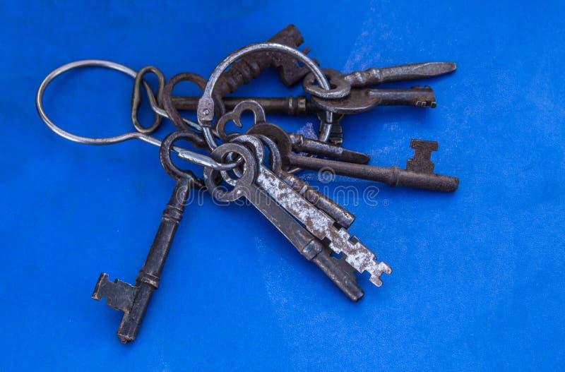 Oude uitstekende sleutels royalty-vrije stock foto's