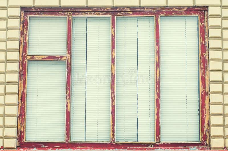 Oude vensters met jaloezie in het dorp royalty-vrije stock foto's