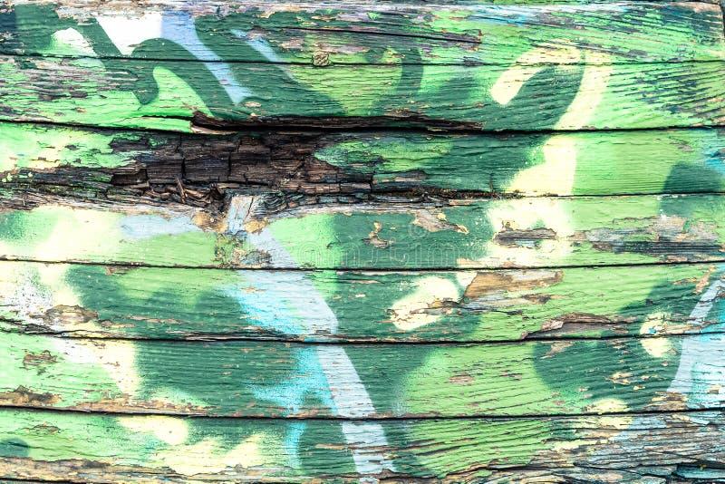 Oude verf blauwe en gele kleur op een vuile houten oppervlakte royalty-vrije stock afbeeldingen