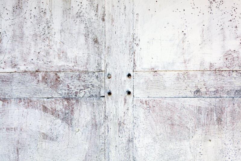 Oude vergoelijkte doorstane verontruste cementsteen en houten muurtextuur stock foto