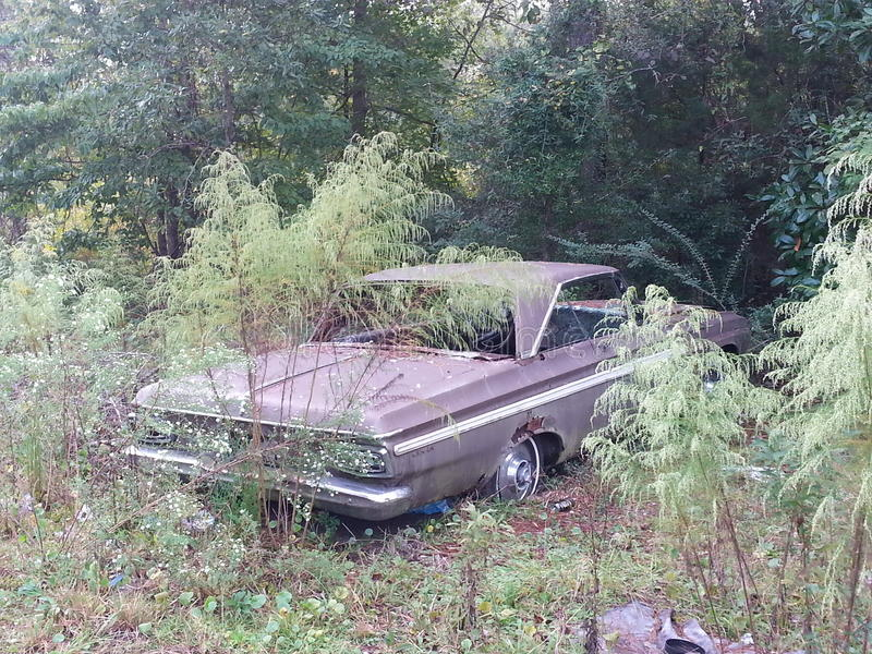 Oude Verlaten auto royalty-vrije stock foto's