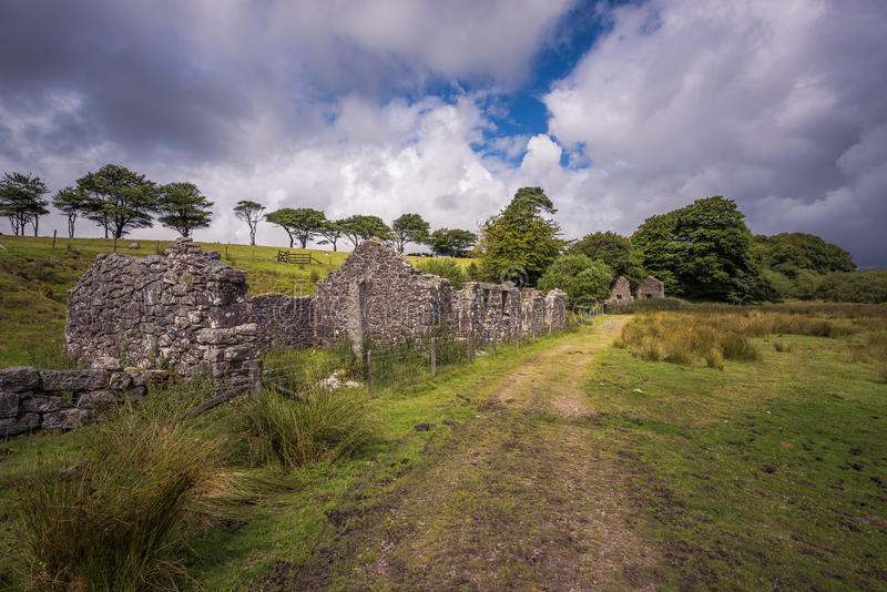 Oude Verlaten Graite Tin Mine bovenop Dartmoor in Engeland stock fotografie