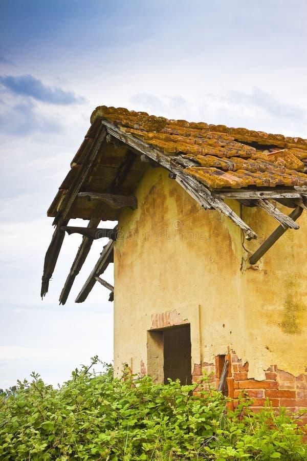 Oude verlaten landbouwbedrijfstructuren royalty-vrije stock foto