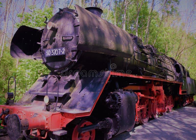 Oude verlaten locomotief die zich zijdelings bevinden royalty-vrije stock foto