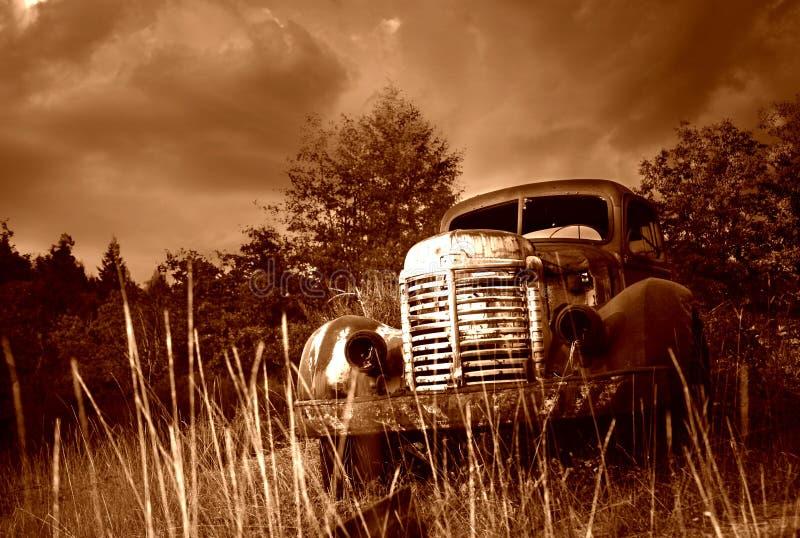 Oude Verlaten Vrachtwagen royalty-vrije stock afbeeldingen