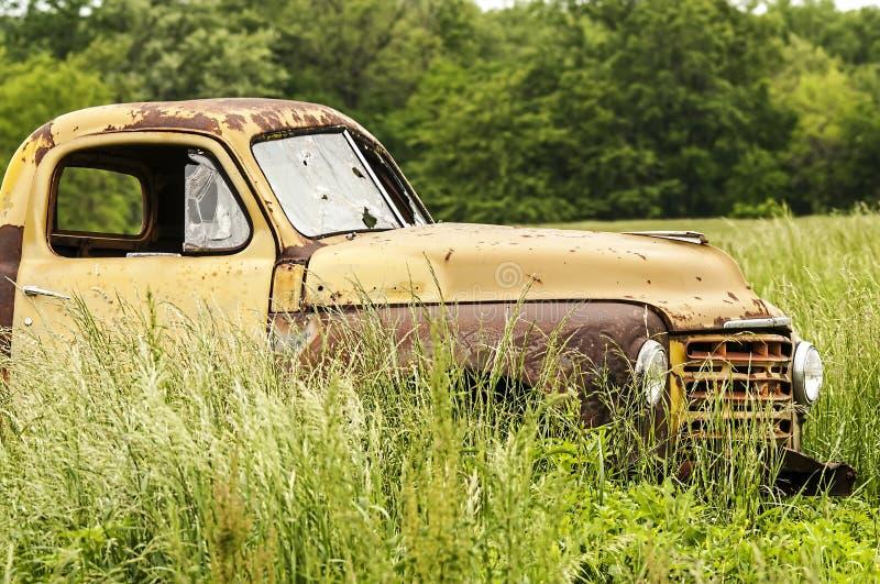 Oude Verlaten Vrachtwagen royalty-vrije stock foto's