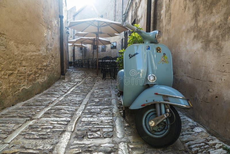 Oude Vespa-motor Erice, Sicilië, Italië stock fotografie