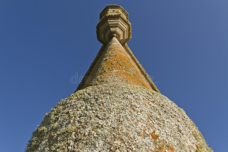 Oude vestingstoren Lage hoekmening royalty-vrije stock fotografie