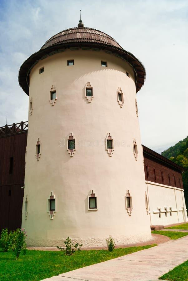 Oude vestingstoren in oude Russische stijl stock afbeelding