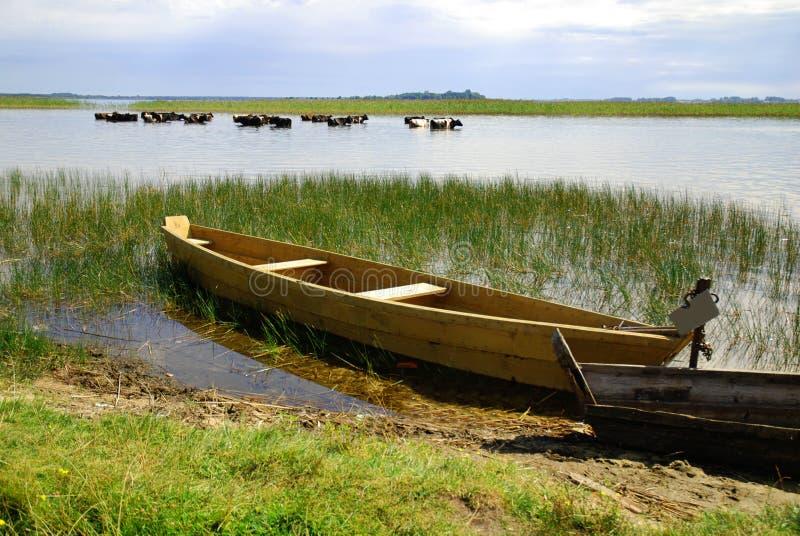 Oude visserij houten boot royalty-vrije stock afbeeldingen