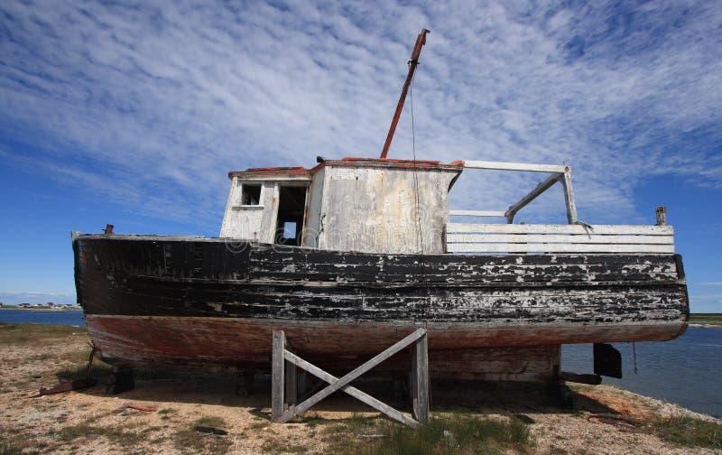 Oude Vissersboot in de Inham van de Bloem royalty-vrije stock afbeelding