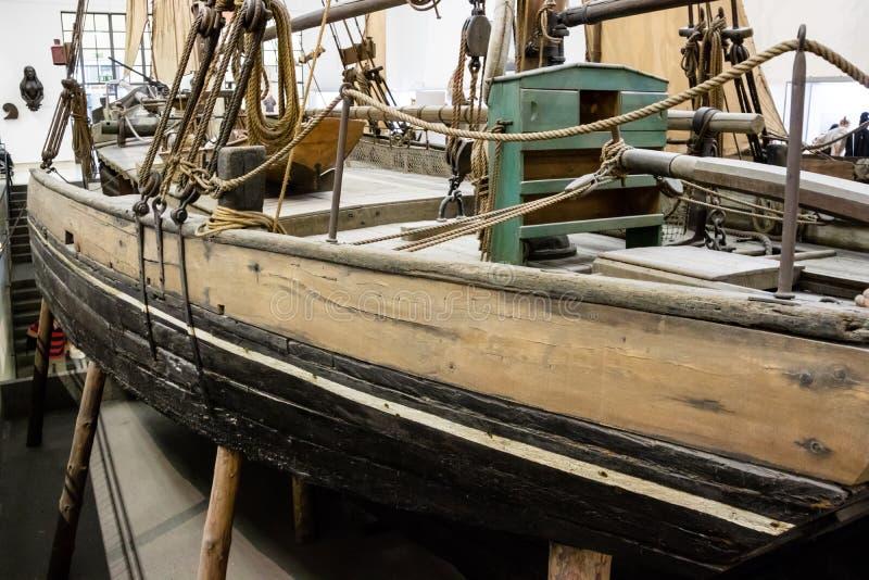 Oude vissersboot in drydock royalty-vrije stock afbeelding