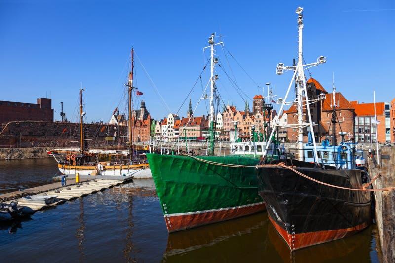 Oude vissersboten stock afbeeldingen
