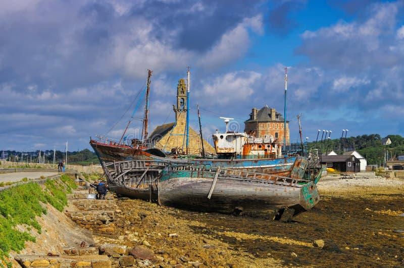 Oude vissersboten in de haven van camaret-sur-MER, Bretagne royalty-vrije stock afbeelding