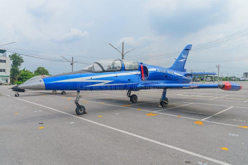 Oude vliegtuigen voor het tonen op straat in Vliegtuigenmarkt royalty-vrije stock fotografie