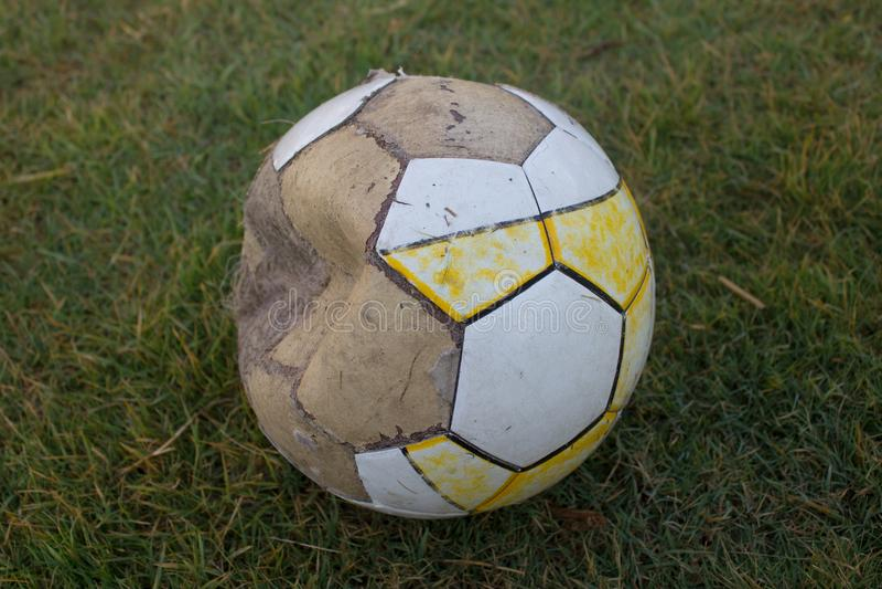 Oude voetbal stock afbeelding