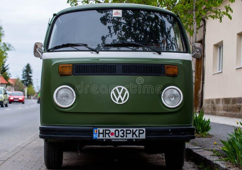 Oude Volkswagen-T1 in goede staat op de straat royalty-vrije stock foto