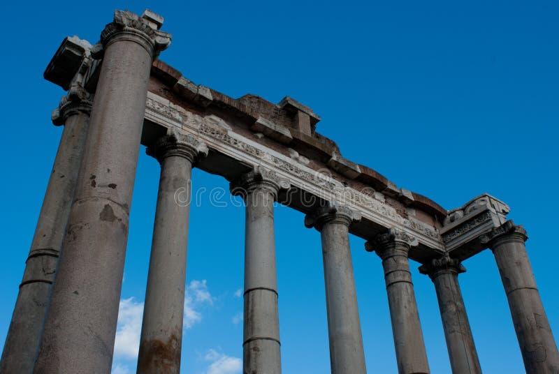 Oude voorgevel van een Roman tempel stock foto's