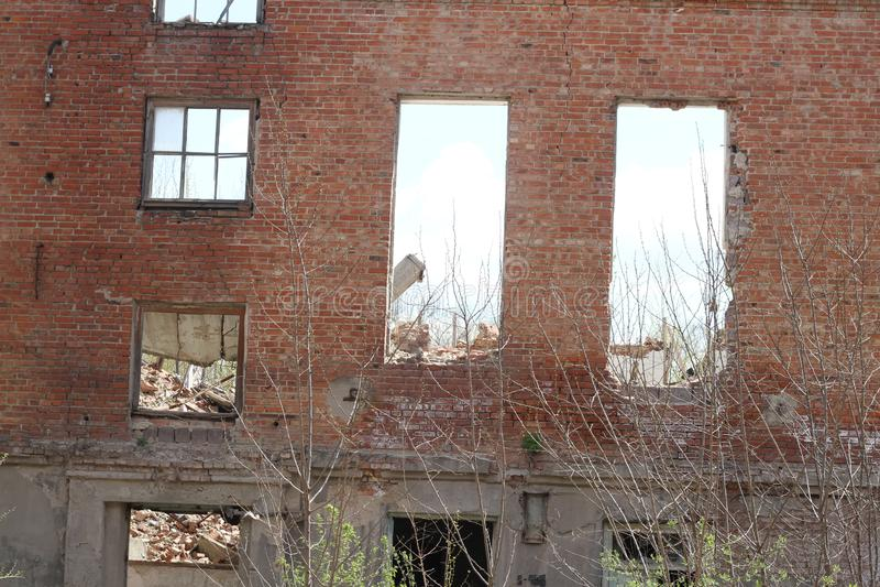 Oude voorgevel van het gebouw stock afbeeldingen