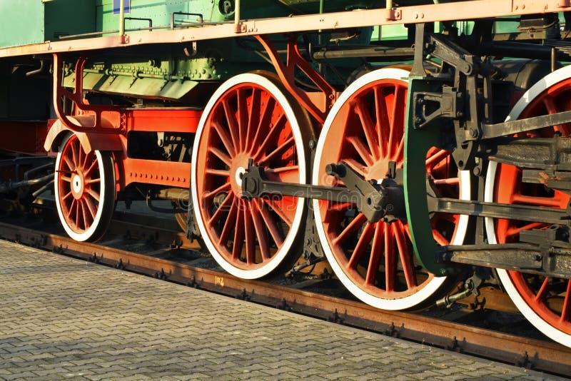 Oude voortbewegingswielen in spoorwegmuseum Brest Wit-Rusland stock afbeeldingen