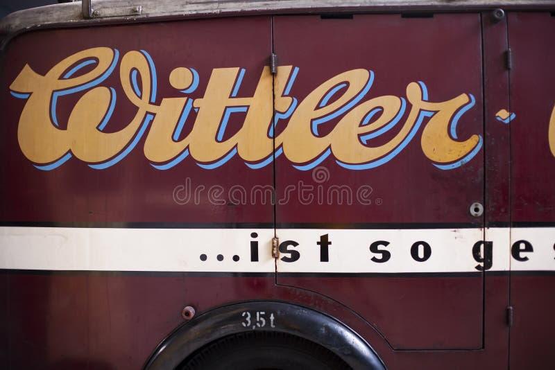 Oude vrachtwagen Close-up van deel klassieke uitstekende auto stock fotografie