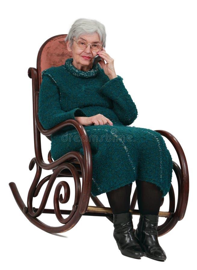 Oude vrouw op de telefoon royalty-vrije stock foto