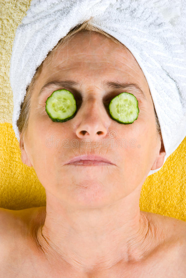 Oude vrouwenwellness stock foto's