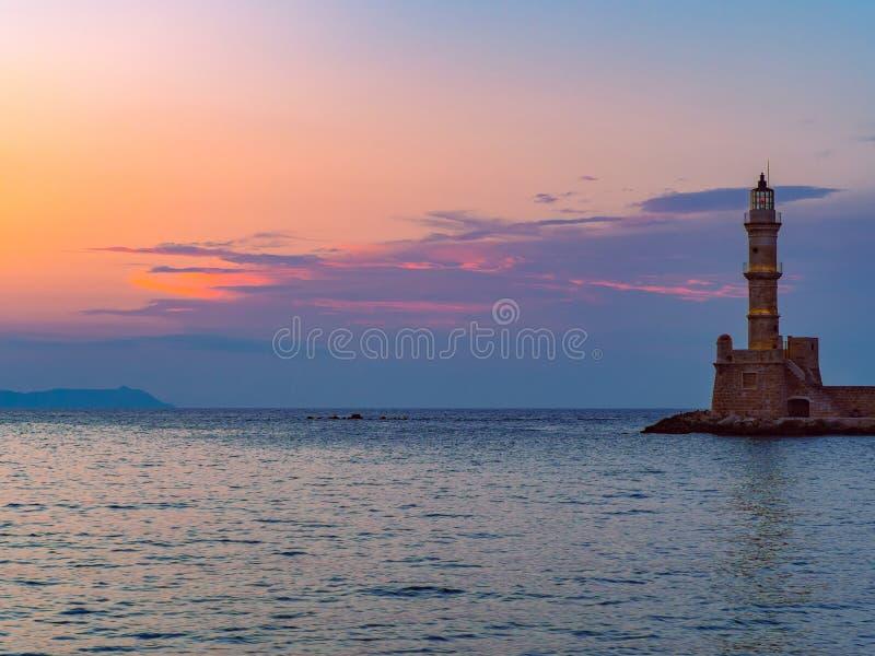 Oude vuurtoren bij zonsondergang - Chania, Griekenland stock afbeeldingen