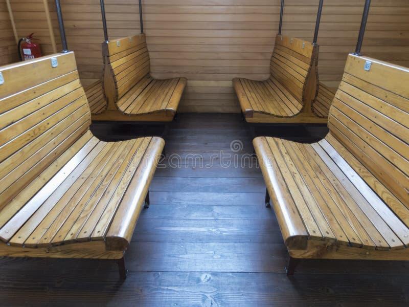 Oude wachtkamer dichtbij bureau in het station in vorig millennium royalty-vrije stock foto