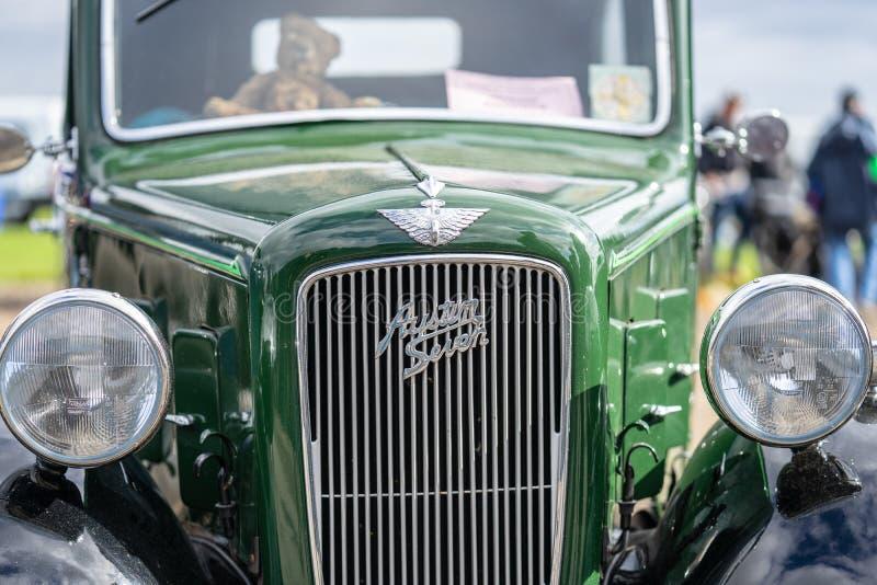 OUDE WARDEN, BEDFORDSHIRE, UK, OCTOBER 6, 2019 De Austin 7 is een zuinige auto die van 1922 tot 1939 in de Verenigde Staten werd  stock afbeelding