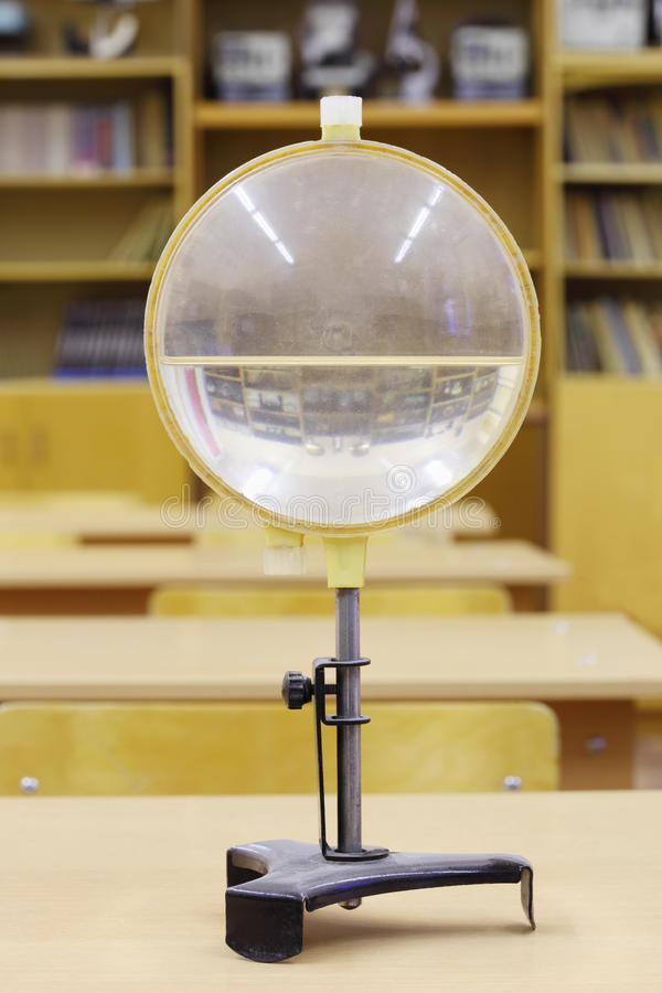 Oude waterlens voor onderwijsexperimenten royalty-vrije stock fotografie