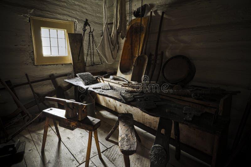 Oude werkruimte in het huis van de landbouwer royalty-vrije stock afbeeldingen