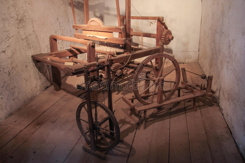 Oude wevende machine stock afbeelding