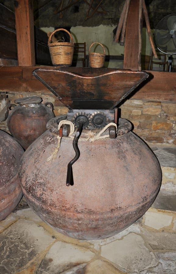 Oude wijnpers royalty-vrije stock afbeelding