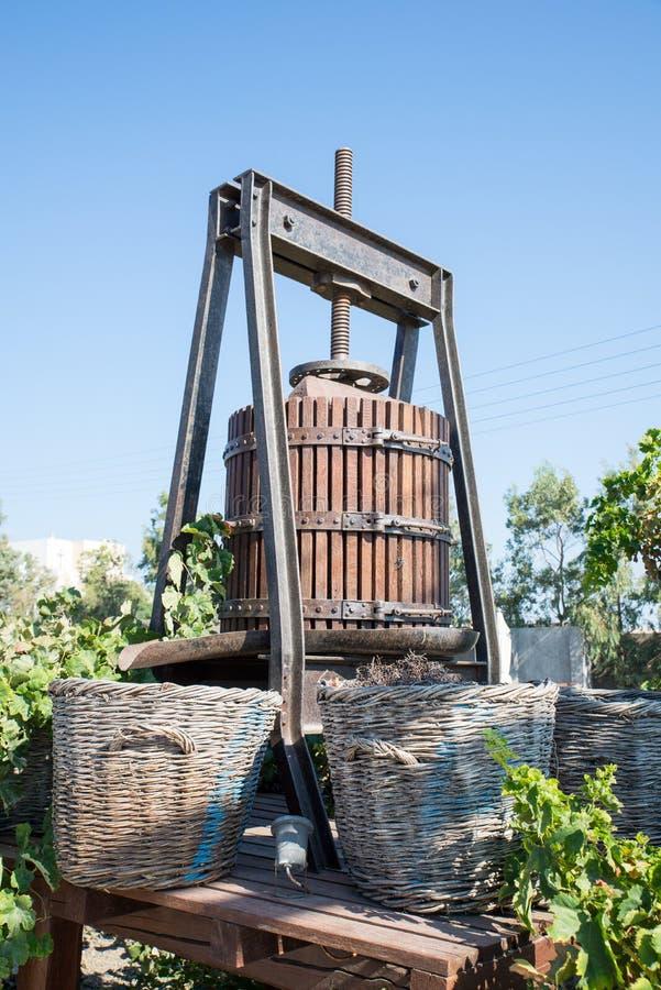 Oude wijnpers op Santorini royalty-vrije stock foto's