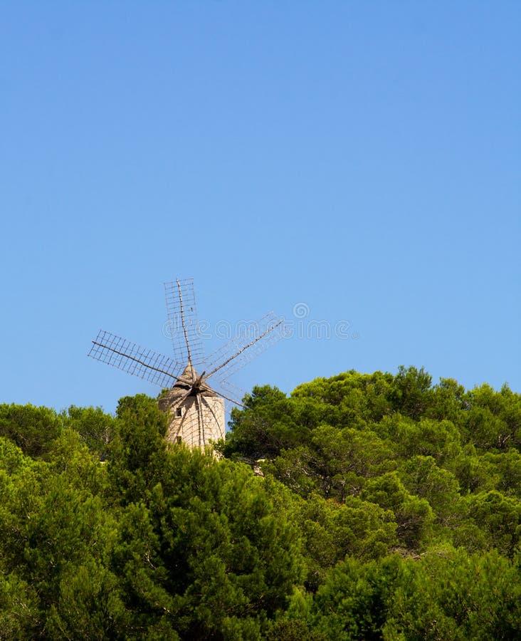Oude windmolen in Ibiza stock afbeeldingen