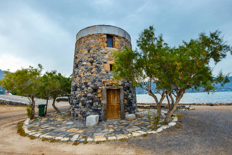Oude windmolen op Kalydon-Schiereiland, Kreta, Griekenland stock foto