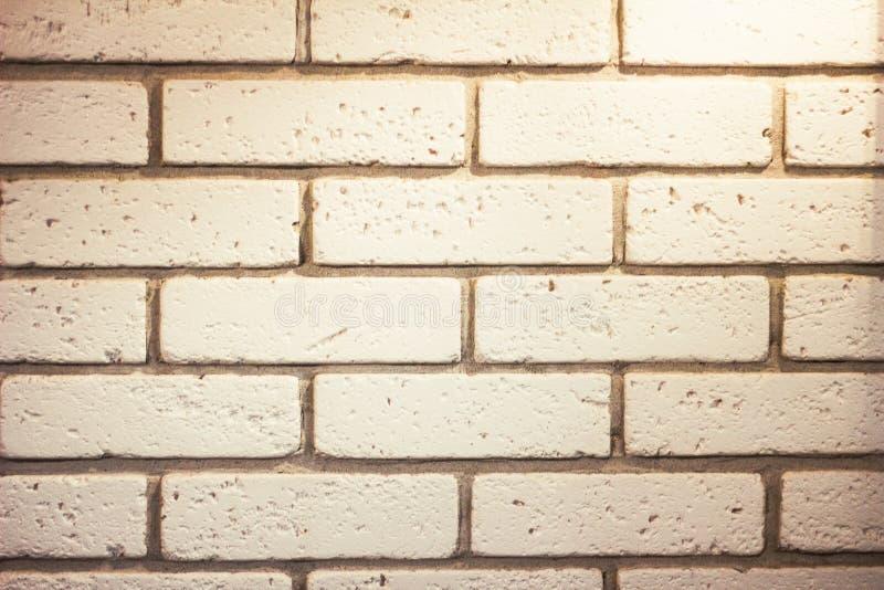Oude witte bakstenen muur stock foto's