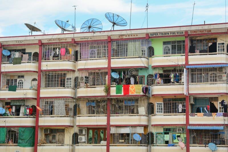 Oude woningbouw in Yangon, Myanmar royalty-vrije stock foto's